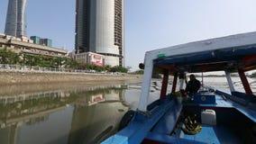 Viste della città dalla barca stock footage