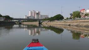 Viste della città dalla barca archivi video