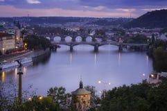 Viste della città e del ponte sopra la Moldava Fotografia Stock Libera da Diritti