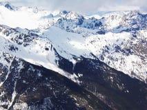 Viste delle montagne ricoperte neve di Dombay Giorno soleggiato di inverno, telaio immagini stock