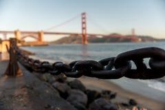 Viste di golden gate bridge ad alba da punto forte, San Francisco, California, U.S.A. immagine stock libera da diritti