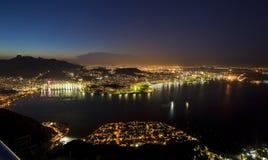 Viste di notte di Rio dalla montagna della pagnotta di zucchero Immagini Stock Libere da Diritti