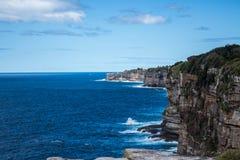 Viste di oceano del fronte della scogliera dalla testa Sydney Australia di sud che guarda verso Dover Heights e Bondi Fotografia Stock