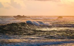 Viste di tramonto a Galle lungo la linea costiera fotografia stock