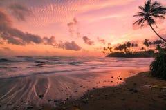 Viste lunghe di tramonto di esposizione a Galle lungo la linea costiera fotografia stock libera da diritti
