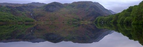 Viste lungo Llyn Dinas vicino a Beddgelert, Watles immagini stock libere da diritti