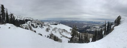 Viste maestose di inverno intorno a Wasatch Front Rocky Mountains, Brighton Ski Resort, vicino alla valle di Heber e di Salt Lake fotografia stock libera da diritti