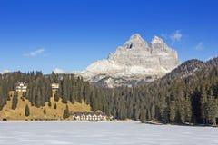 Viste panoramiche del lago congelato Misurina e Tre Cime Immagini Stock Libere da Diritti