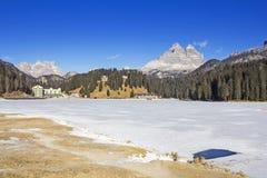 Viste panoramiche del lago congelato Misurina e Tre Cime Fotografia Stock Libera da Diritti