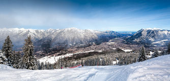 Viste panoramiche delle alpi e di Garmisch-Partenkirchen Fotografia Stock