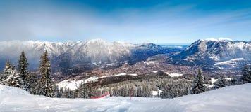 Viste panoramiche delle alpi e di Garmisch-Partenkirchen Fotografia Stock Libera da Diritti
