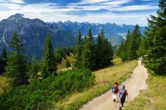Viste pittoresche dalla montagna di Tegelberg, una parte delle alpi di Ammergau, nead individuato Fussen, Baviera, Germania Immagini Stock Libere da Diritti