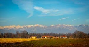 Viste spettacolari della valle e del fianco di una montagna fotografia stock