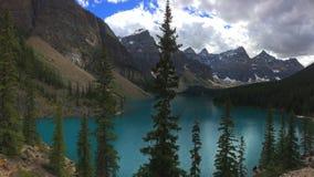Viste strabilianti del lago moraine, Canada fotografie stock libere da diritti