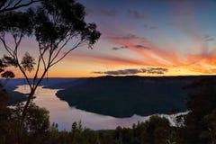 Viste strabilianti di tramonto sopra il lago Burragorang, Australia Immagine Stock