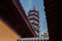 Visto completamente o pagode do telhado Imagens de Stock