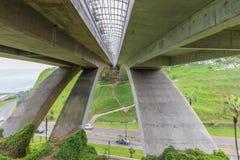 Visto da sotto il ponte Lima Peru di Mellizo Villena Rey fotografia stock libera da diritti