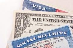 Visto degli Stati Uniti, una banconota in dollari e carta di sicurezza sociale Immagine Stock