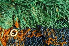 Vistuig en netten in verschillende kleurenkleuren stock fotografie