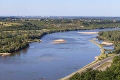 Vistula rzeka z piaskowatymi płyciznami na pogodnym letnim dniu, Kazimierz Dolny, Polska Obrazy Royalty Free