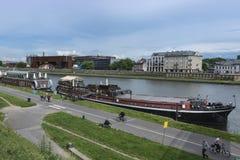 Redactionele fotografie: vistula/wisla rivierpromenade, krakau, polen