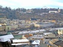 Visualisez à l'extérieur au-dessus de la ville historique de Salzbourg Photos libres de droits