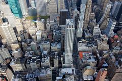 Visualisez vers le bas dans le Midtown Manhattan Image stock