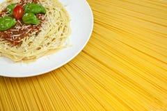 Visualización asoleada del espagueti boloñés Imagen de archivo libre de regalías
