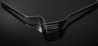 Visualización de dos forkes que se cruza Imágenes de archivo libres de regalías