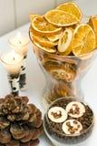 Visualización de las velas de los frutos secos Imagen de archivo libre de regalías