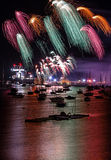 Visualización de los fuegos artificiales Foto de archivo libre de regalías