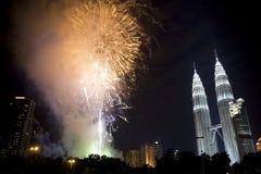 Visualización de los fuegos artificiales del Año Nuevo de Kuala Lumpur Imagen de archivo libre de regalías