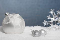 Visualización de plata y azul de la Navidad Imagen de archivo
