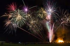 Visualización del fuego artificial - 5 de noviembre - Inglaterra Fotografía de archivo