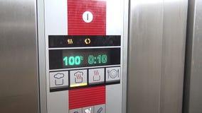 Visualización electrónica del horno industrial almacen de video