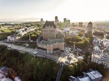 Visualizzazione aerea dell'elicottero dell'hotel di Frontenac del castello e di vecchia porta a Québec Canada Immagine Stock Libera da Diritti