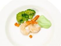 Visualizzazione dei frutti di mare dei gamberi sul piatto Fotografie Stock Libere da Diritti