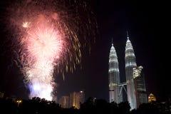 Visualizzazione dei fuochi d'artificio di nuovo anno di Kuala Lumpur Fotografia Stock
