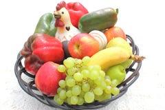 Visualizzazione del cestino di frutta Immagine Stock