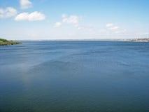 Visualizzazione del fiume dell'insetto in Ucraina in primavera Fotografia Stock