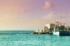 Visualizzazione del mare e della porta di estate di Sorrento Marina Grande - Antico Borgo Marinaro L'Italia fotografia stock libera da diritti