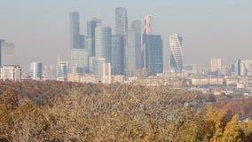 Visualizzazione della città ed il complesso della città di Mosca dei grattacieli piattaforma sanguinosa di visualizzazione da oss video d archivio