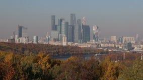 Visualizzazione della città ed il complesso della città di Mosca dei grattacieli piattaforma sanguinosa di visualizzazione da oss stock footage