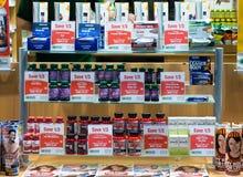 Visualizzazione della finestra del negozio di supplementi di salute Fotografia Stock