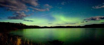 Visualizzazione di borealis dell'aurora (indicatori luminosi nordici) Immagini Stock