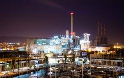 Visualizzazione di notte della centrale elettrica e della porta fotografia stock