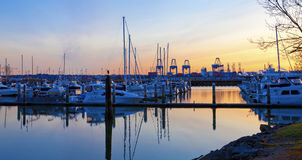 Visualizzazione di tramonto di porta e del porticciolo Tacoma, WA Fotografie Stock Libere da Diritti