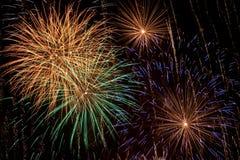Visualizzazione multicolore del fuoco d'artificio Immagini Stock Libere da Diritti