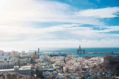 Visualizzazione panoramica aerea di vecchie città e porta di Almeria dalla colata Immagine Stock Libera da Diritti