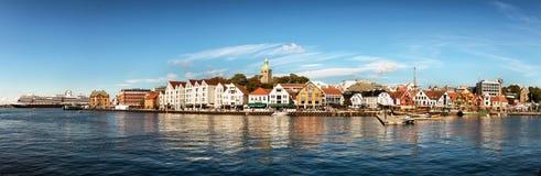 Visualizzazione panoramica del centro urbano della porta, del porticciolo e di Stavanger, Norvegia fotografie stock libere da diritti